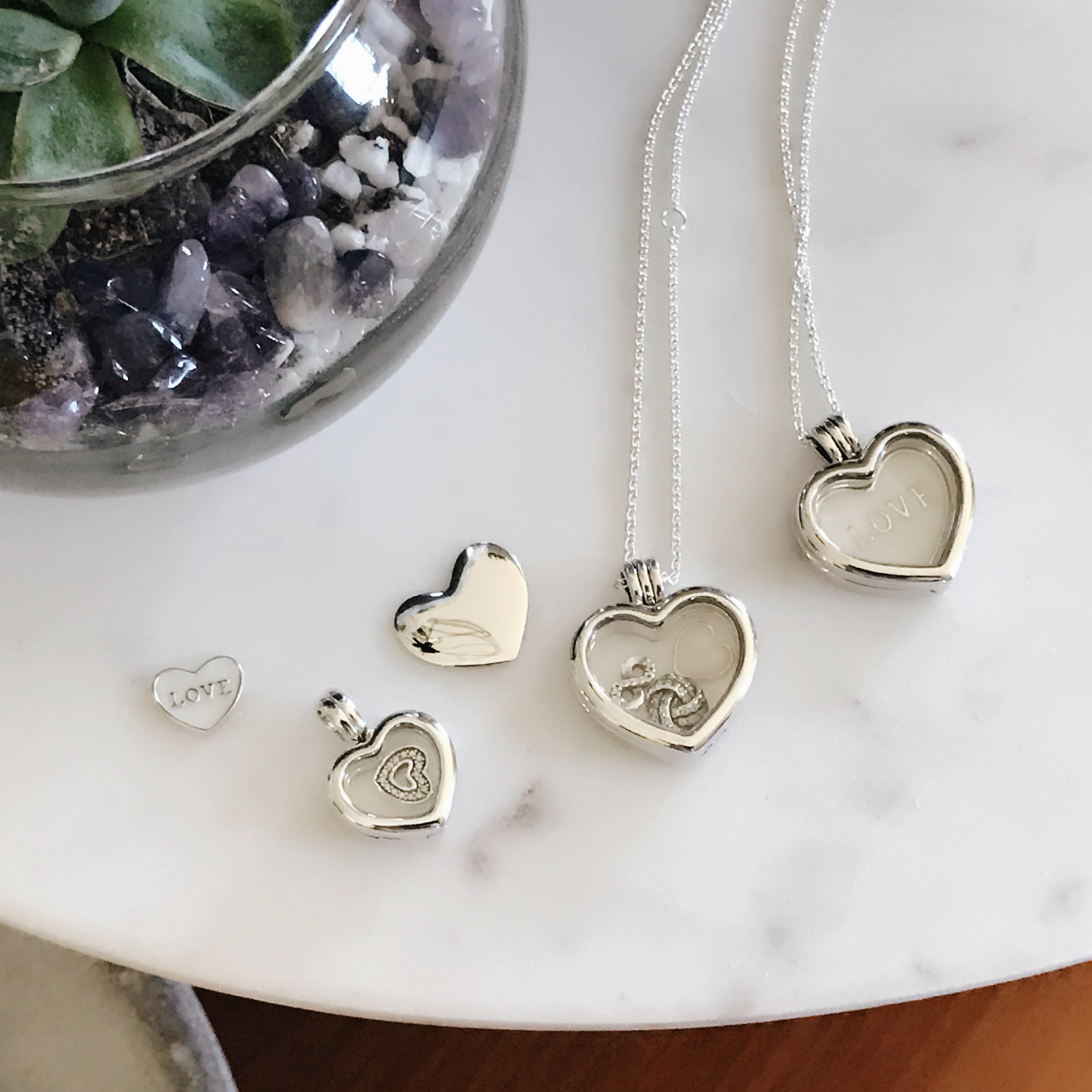 sa lockets com kuberbox pendant small initials zoom loading heart